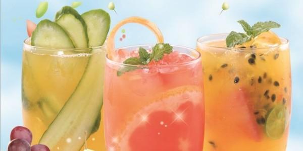 夏天就要来啦,是时候给自己的门店配一台果汁饮料机了!